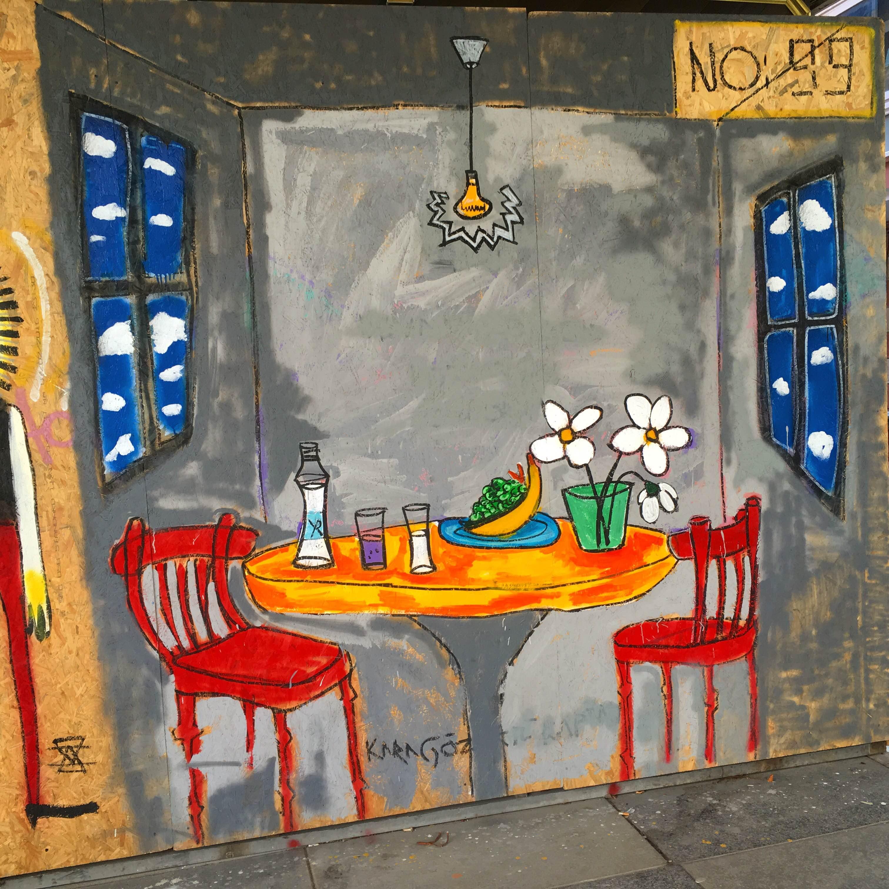 """V pondělí jsem hned ráno vyrazila do města, zabrat místo v kavárně a """"pracovat"""". Měla bych se totiž věnovat převážně psaní diplomky, která bude o Turecku a proto bych měla čas tady strávený využít ke sbírání materiálů. No, tak jsem narazila na hezké pouliční umění a pořídila pár fotek. Diplomka počká."""